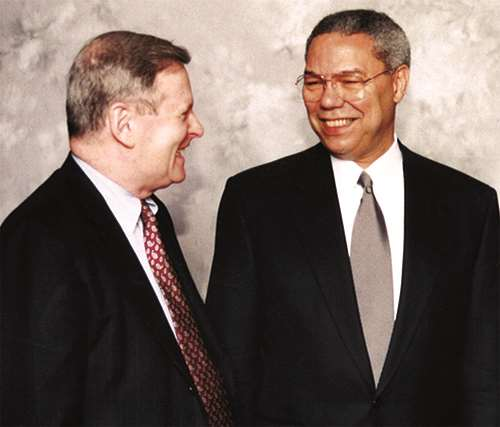 Mike Bolger welcomes General Colin Powell (Ret.) as keynote speaker at MCW's Healthcare Dinner in 1996