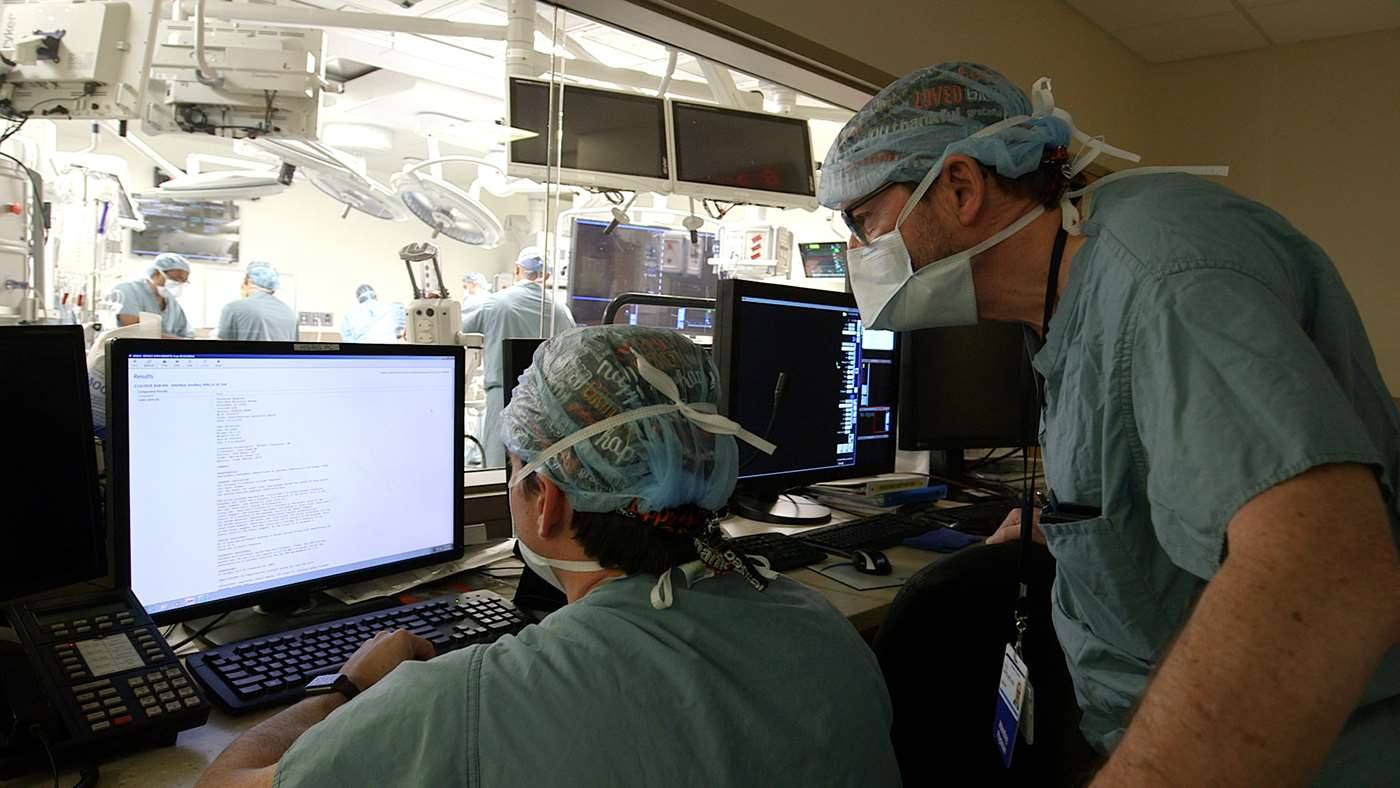 Dr.s. David and Lyle Joyce in the OR