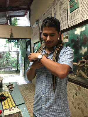 MCW student Christian Hernandez doing research in Panama