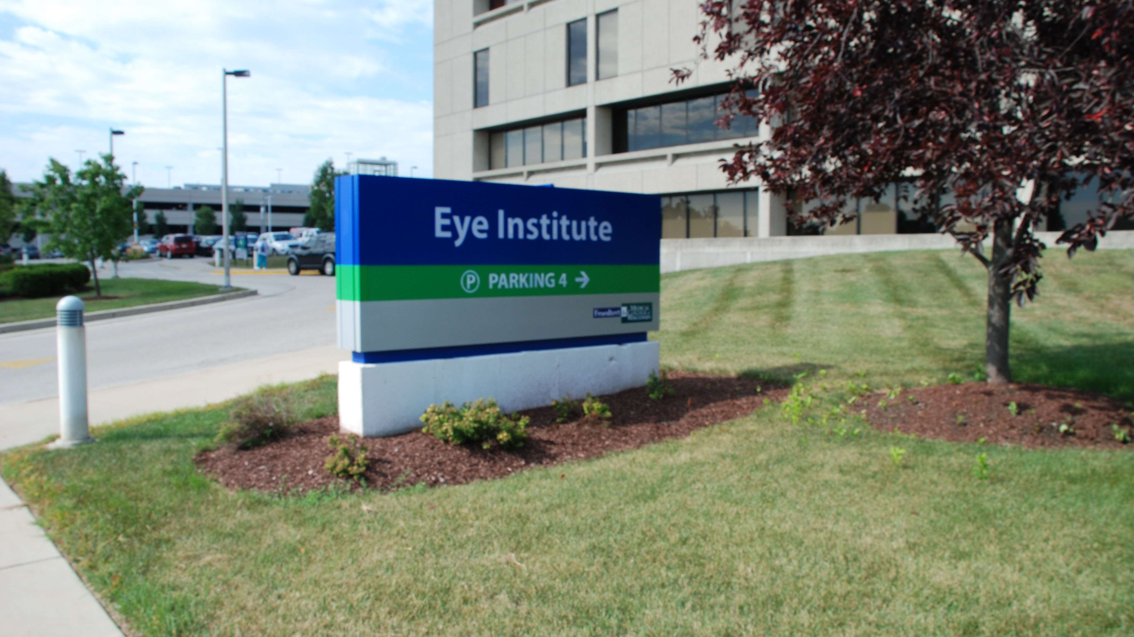 Exterior Eye Institute Sign_Intro Component